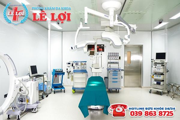 Phòng khám trang bị đầy đủ máy móc, thiết bị y tế hiện đại
