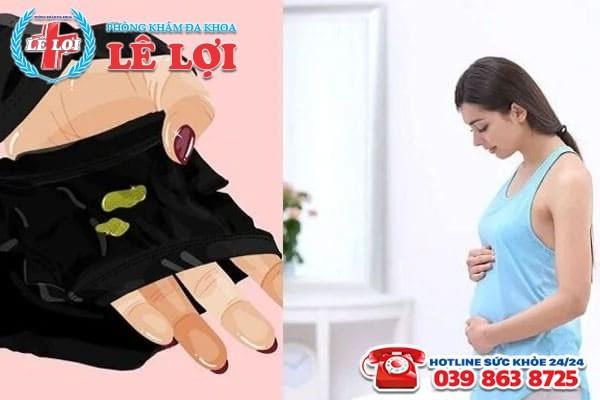 Thai phụ bị ra dịch khi mang thai 3 tháng đầu có nguy hiểm không?