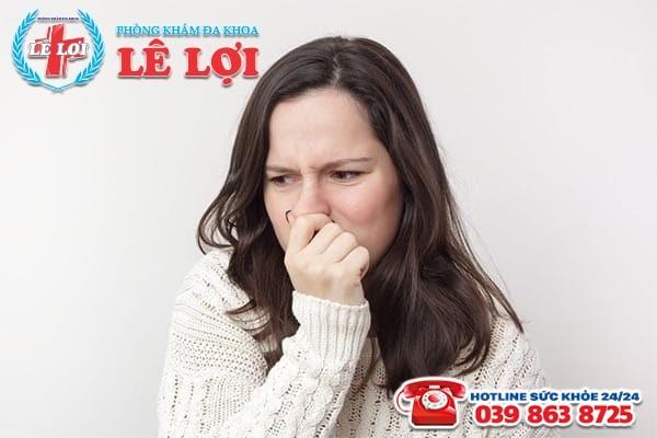 Tình trạng khí hư có mùi hôi sau khi quan hệ